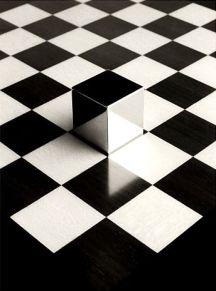 B&W square floor & cube - 01
